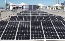 Solar panels, Abu Dhabi. Image credit: gordontour