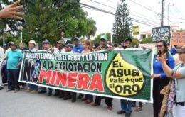 Anti-mining protest in the Dominican Republic. Image via Esendom.