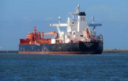 Crude oil tanker. Image: Roel Hemkes
