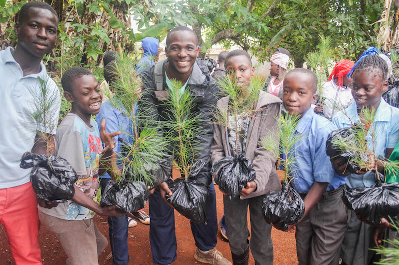 Haitian students plant trees to help local birds. Image: Société Écologique d'Haïti via BirdsCaribbean